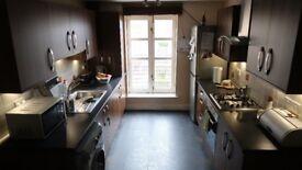 2 bedroom (one en-suite) flat to rent on quiet cul-de-sac in Finnieston, Glasgow