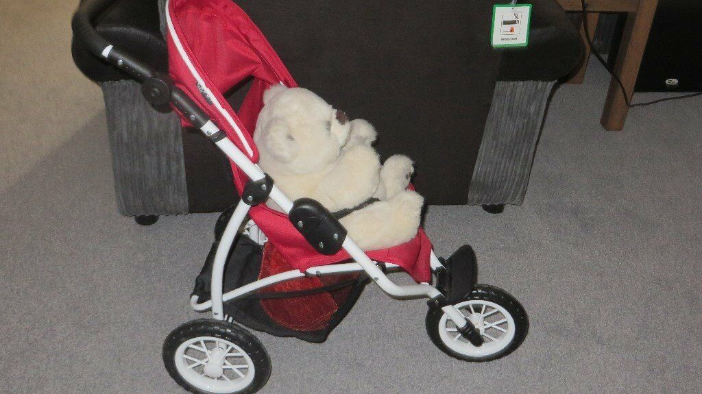 Britax BOB Dolls Pushchair in Chilli Redin Fareham, HampshireGumtree - Britax Römer Bob Chili Pepper Jogger Doll Pram Doll Pushchair Buggy Pram Adjustable handle height Net Bag under the bed Folds flat for easy storage Dimensions approx. 75.5x 42x 73cm Suitable for dolls up to 46cm This item is in excellent...