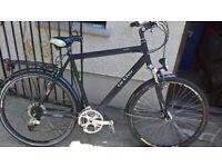 Gent's hybrid bicycle.