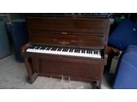 Compact sized upright piano