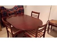 Dining table - extendable - and 6 Chairs. Very good condition