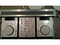 Pioneer CDJ-350 (x2) and DJM-350 - Limited Edition White (with flightcase) [Decks, Turntable, Mixer]