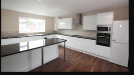 BISLEY-WOKING-4 Bed 3 bath(2 Rooms with En-Suites) ideal for 4 sharers