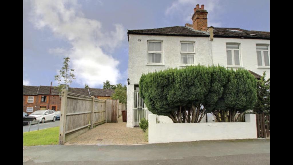 Modern studio, all bills incl- £850, amazing Sudbury Hill location