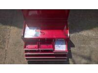 Unused Halfords lockable red toolbox. Very nice