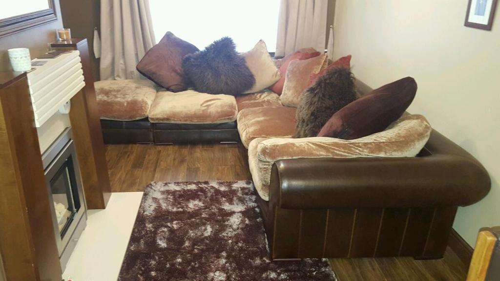 Linda Barker Hemmingway Sofa In Cramlington
