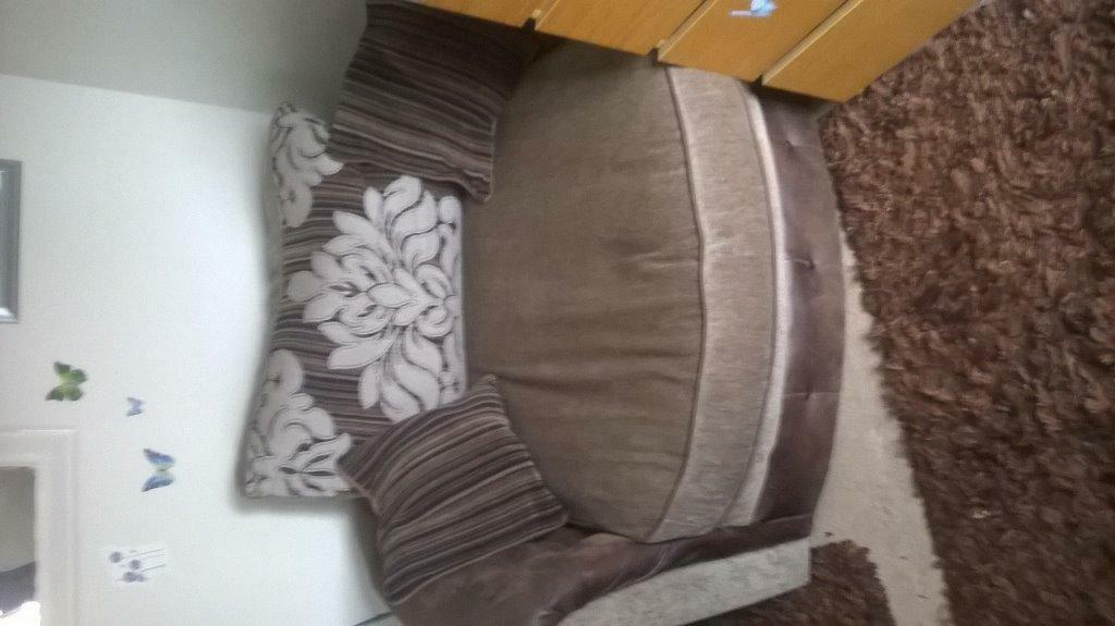Large Brown Cuddle Chair In Buy Sale And Trade Ads