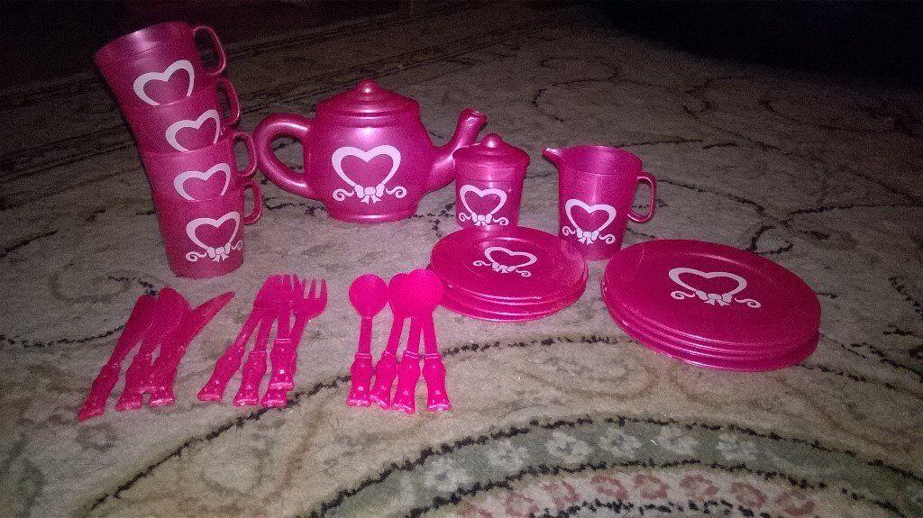 disney fairy tea set/pink one with hearts