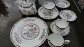 WEDGWOOD 'KUTANI CRANE' 33 PIECE CHINA TABLE SET