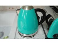 Kettle & toaster in turquoise (kettle has slight damage at front)