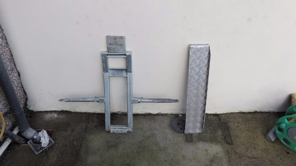 Motorcycle Towing Dolly/Frame - Galvanised and Easy to Use - Look ...