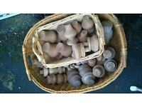 VINTAGE COLLECTION TURNED WOODEN FEET & KNOBS JOB LOT