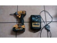 dewalt ,impact driver , battery and charger