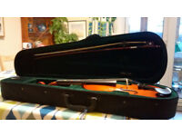 1/2 size Windsor violin outfit with carry case. Very good condition. Ideal for beginner.