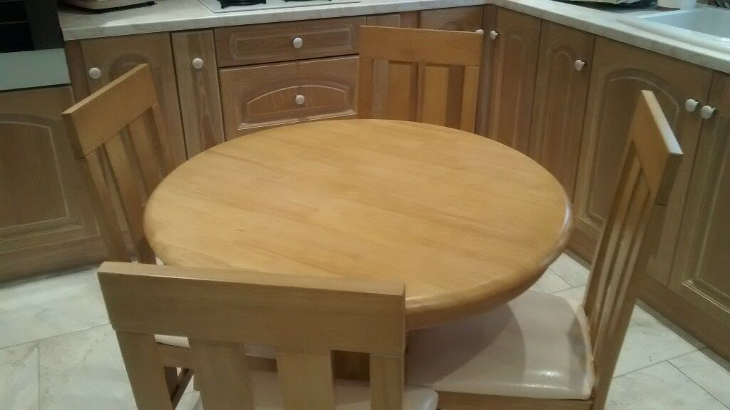 Kingston Round Oak Dining Table With 4 Chester Chairs In New Condition In Rogerstone Newport Gumtree