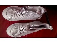 New Look Girls Silver Shoes size 10 (New)