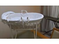 Clair de lune mosses basket in white with spare dark wood frame