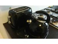 Electric kettle & toaster set.