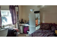 Large Double Room in Merrow, Guildford