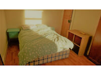 Sunny Double Room Available in Professional House Share