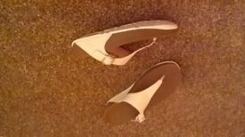 Fitflop! ladies, white, size 6.5!! leather upper!
