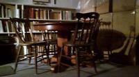 table ronde antique et 4 chaises