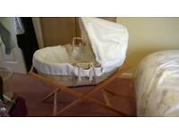 Mosses basket - Mama and papas, with stand and fitted sheets.