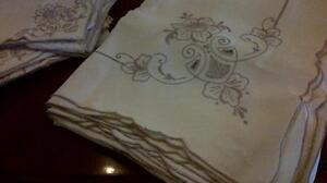Linen tablecloth and 12 matching napkins West Island Greater Montréal image 1
