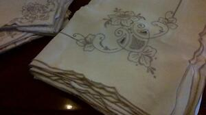 Linen tablecloth and 12 matching napkins