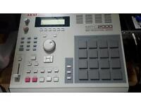 MPC 2000 /8 OUTS/32 MB MEMORY w/ZIP usb drives and disks.