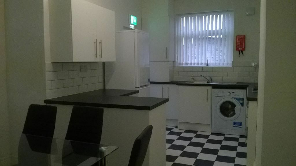 FIRST MONTHS RENT HALF PRICE 6 bedroom Furnished Terrace on Hawthorne Road, L20