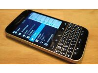 Blackberry Q20 Classic Unlocked to all networks Cable Charger Very Good Condition