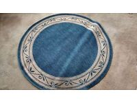 THIN BLUE /BEIGH ROUND RUG MEASURES APPROX 118CM ACROSS