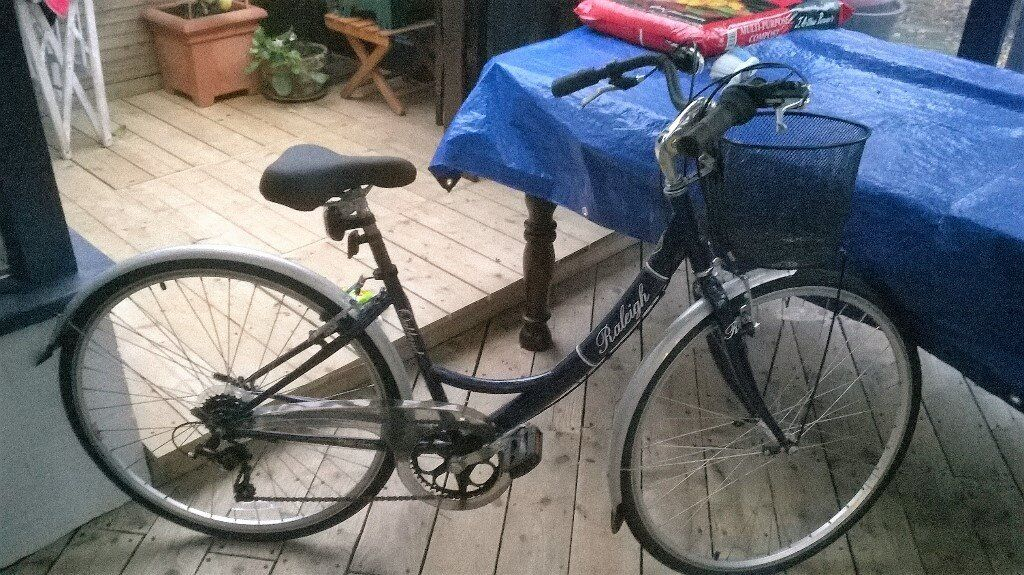 Raleigh Oakland Ladies Bike With Basket