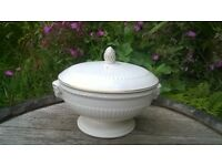 Vintage 1950's Beautiful Wedgwood EDME Vegetable Serving Dish / Tureen Rams Head Gold Trim