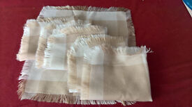 Table Cloth & 6 matching Napkins