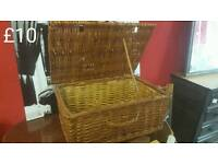 Wicker hamper basket free delivery in leicester