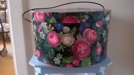 LOVELY FLORAL VINTAGE CARDBOARD HAT BOX WITH LID AND CARRYING CORD