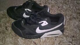 nike air 5 black an white