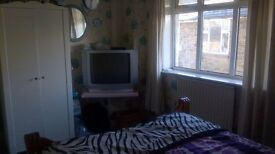 *Room with own bathroom to let* £100/wk, furnished room in spacious detached property, garden, gym
