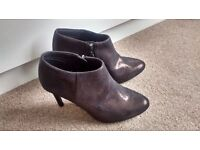 Bronze/brown ankle boots