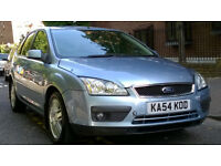 FORD FOCUS 1.6 GHIA 2005 54 REG MET BLUE 5 DOOR HATCH 5 SPEED MANUAL PAS A/C 68K VERY LIGHT DAMAGE