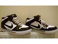 Women's NIKE trainers. Used only few times
