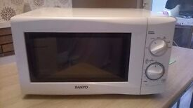Sanyo 800w White Microwave Oven