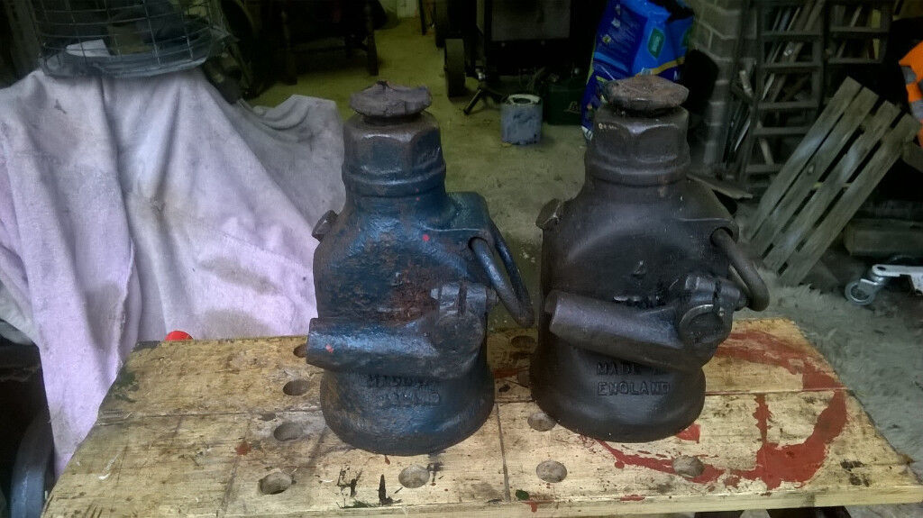 pair of Dunlop 4 ton bottle jacks
