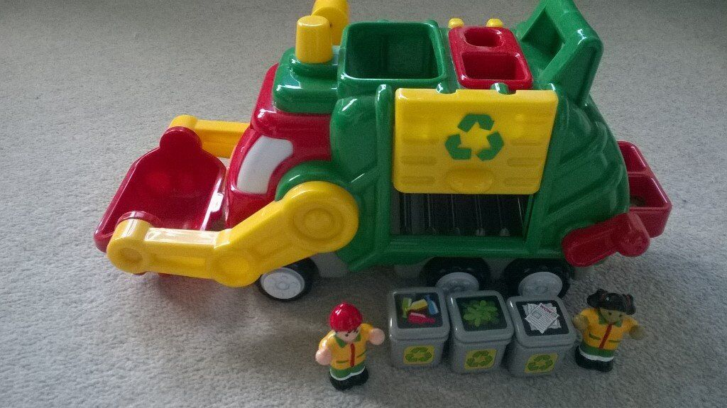 Wow Toys Flip n Tip Fred Recycle Truckin Maidenhead, BerkshireGumtree - Wow Toys Flip n Tip Fred Recycle Truck. Suitable for age 1.5 5 years. Push along toy so no batteries required. Comes with 2 bin people and 3 recycle bins. Lever to move the bucket up and down at the front of the truck and another to tip the bins into...