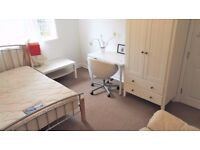 Student ONLY - Large double, two seater sofa- Walking: Napier Uni, Direct buses: HWU, city centre