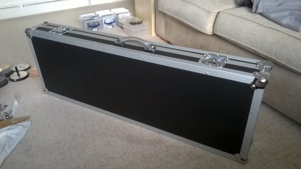 warwick rockcase bass guitar flight case sell or swap for hiscox skb or ibanez hard case in. Black Bedroom Furniture Sets. Home Design Ideas