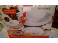 20 piece Christmas Dinner set for 4 place settings