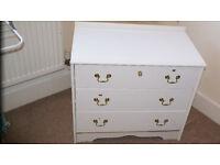 White chest of 3 drawer for £5